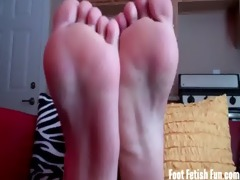 worshiping the feet of a blond beach bunny