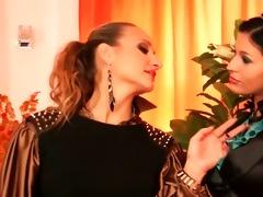 smokin sexy lesbian babes touching in impure
