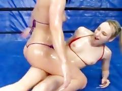 oiled figth lesbos in bikini