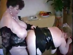 overweight lesbo strap-on fuck