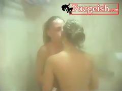 Lesbo enjoyment in the tub